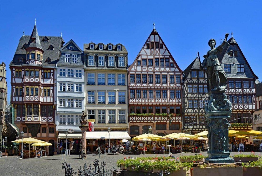 Römerberg - old town in Frankfurt